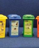 Sada barevných popelniček